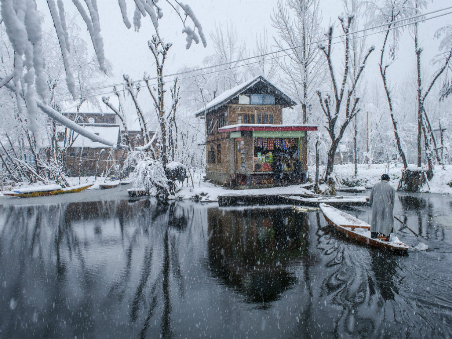 boat-dal-lake-snow-c
