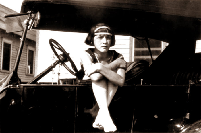 DelphineAtger-Cars-1920s-01a-575x381