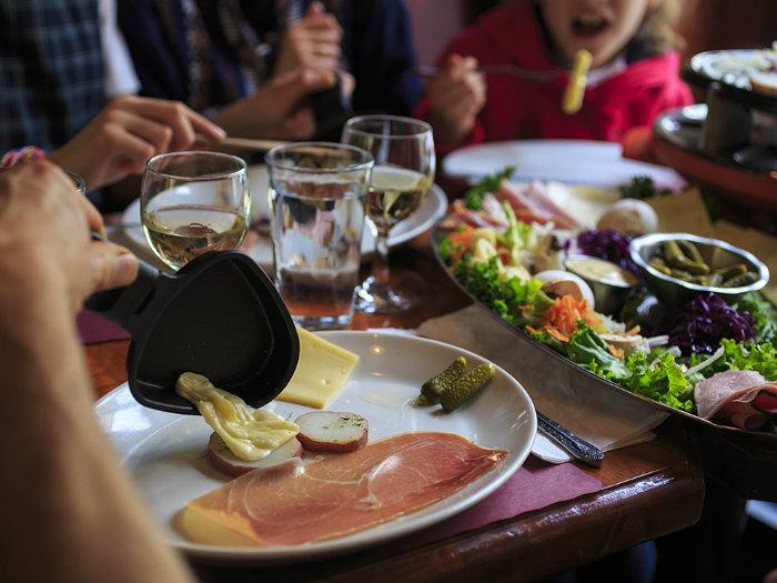 raclette-le-petit-coin-latin_80091_990x742