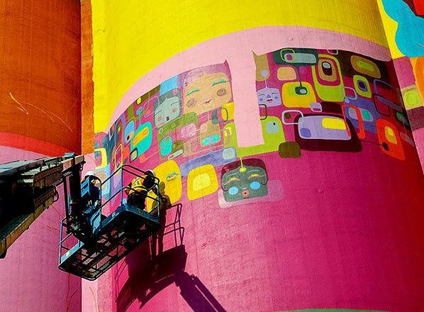 giants-graffiti-industrial-silos-os-gemeos-10