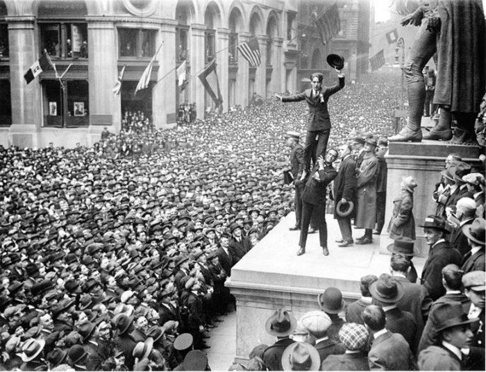 784px-Fairbanks_and_Chaplin,_Wall_Street_Rally,_New_York_Times,_1918