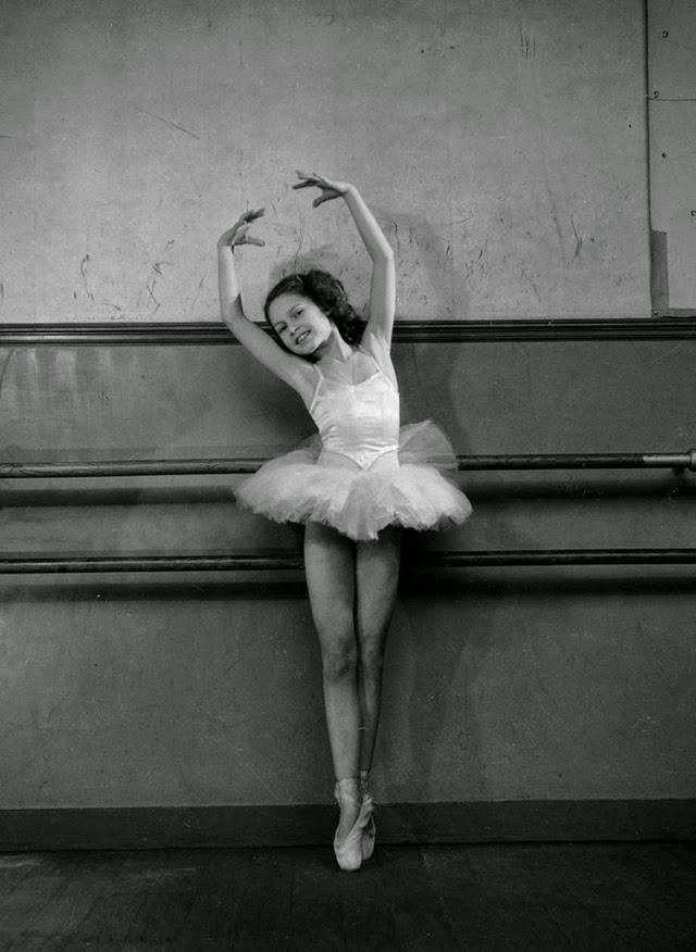 Brigitte Bardot as a Ballerina (2)