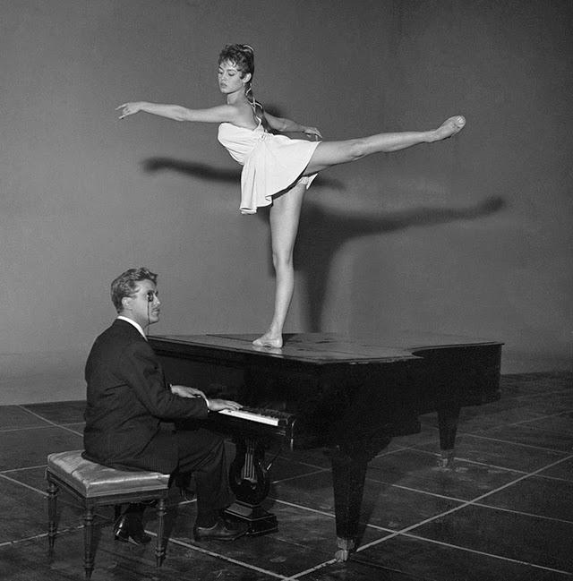 Brigitte Bardot as a Ballerina (4)