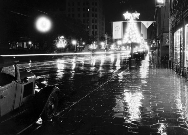 hollywood-boulevard-wet-night