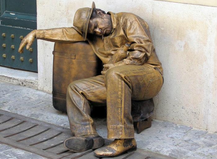 statue-sleep