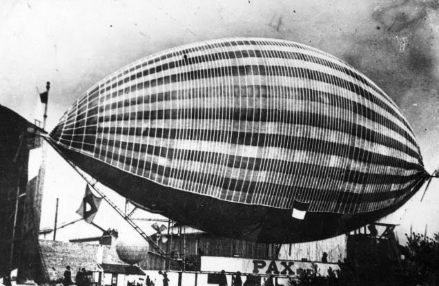 Vintage Photos of Zeppelins in History (1)