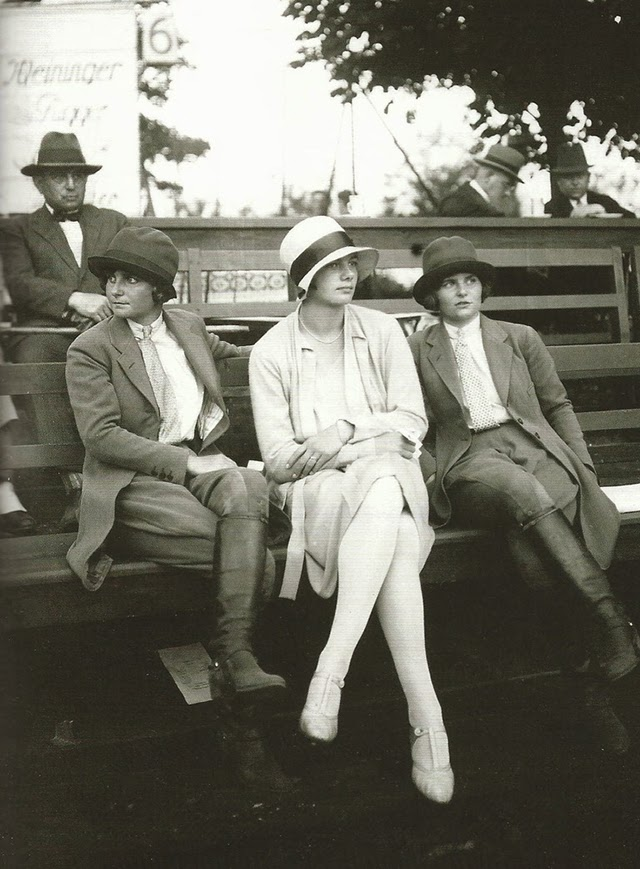 Street fashion, ca. 1920s (2)