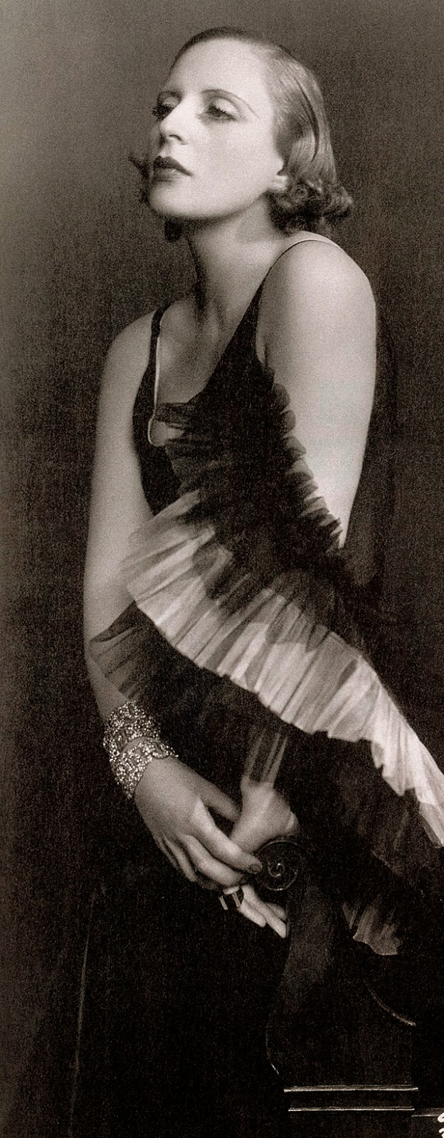 Street fashion, ca. 1920s (6)