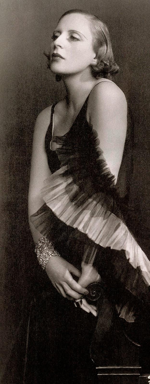 Street fashion, ca. 1920s (6)