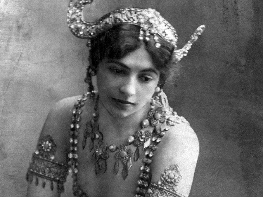 A-Portrait-of-Mata-Hari-c-009