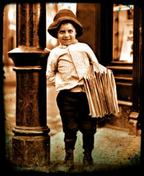 1900blackwhiteboynewspaperoldphotography-1022f2033f123eb583c6ddce0b34c439_h_1-scaled500