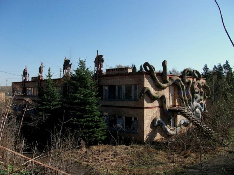3cfd7f2974c8427e6d_Bohemian-Blog-Urbex-Urban-Exploration-Lenin-Stalin-Soviet-Camp-Cthulhu-Russia-12