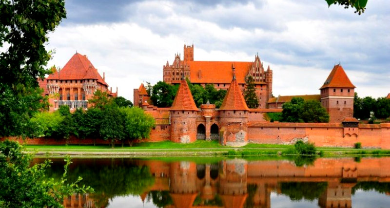 Malbork-Castle-Most-Imposing-Brick-Structure-750x400