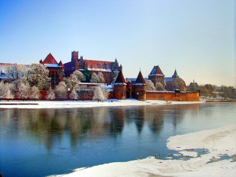malbork_castle_at_winter