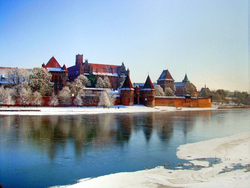 malbork_castle_at_winter