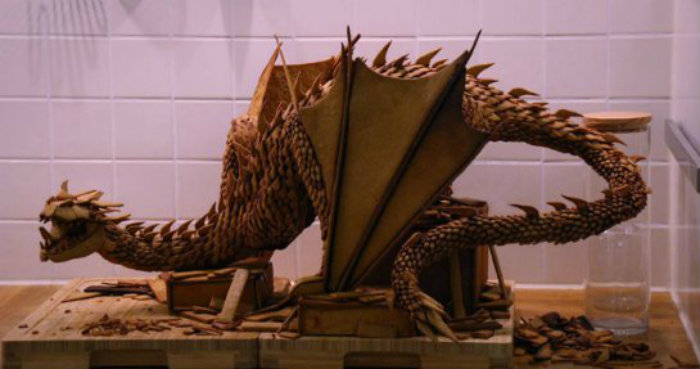 swedish-3d-artist-bakes-the-legendary-smaug-from-the-hobbit-out-of-gingerbread__880