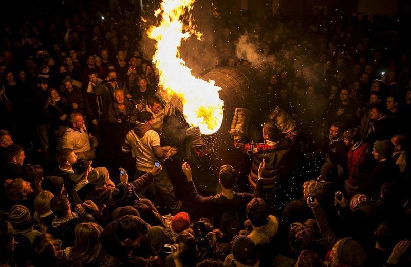 flaming-tar-barrels-ottery-13[6]
