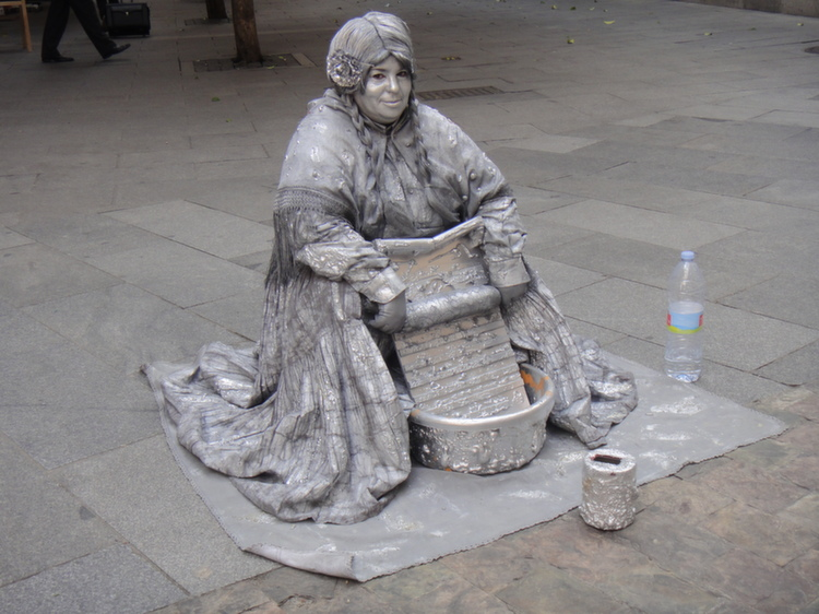 statue-costume