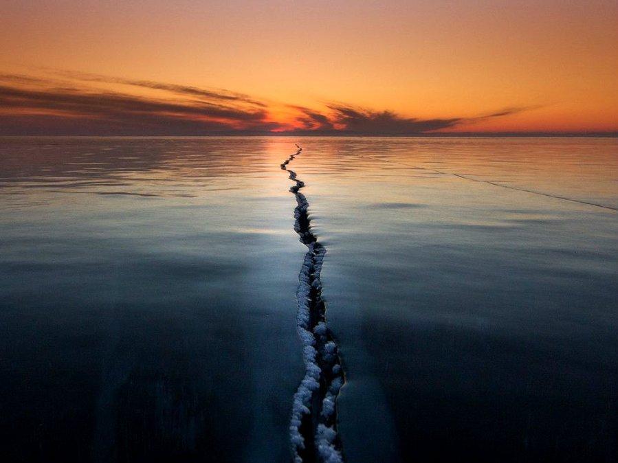 frozen-lake-ice-crack_90254_990x742