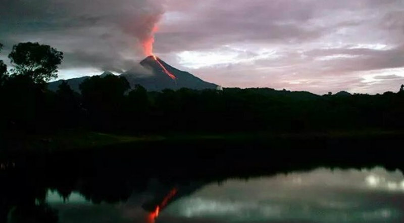 colima-volcano-erupts