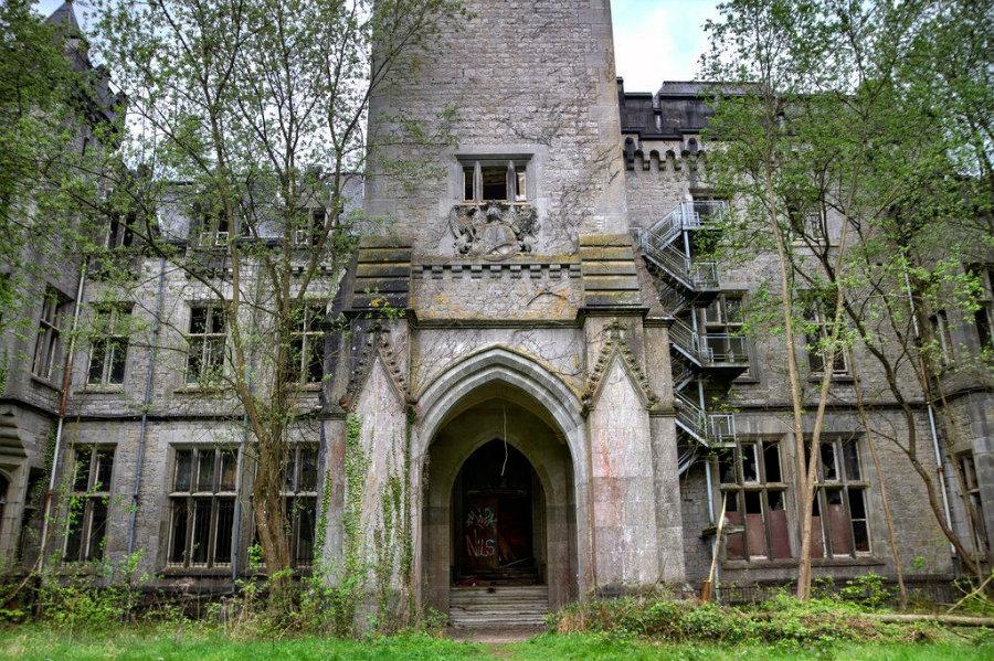 castle-miranda-ardennes-belgium-5