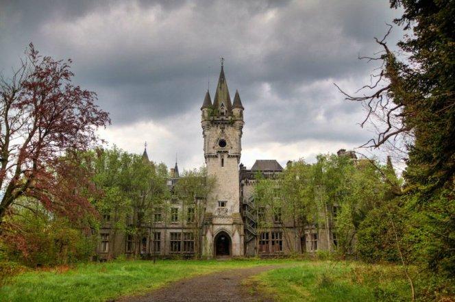 castle-miranda-ardennes-belgium