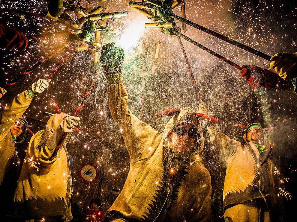 celebration-devil-dance-spain_82426_990x742