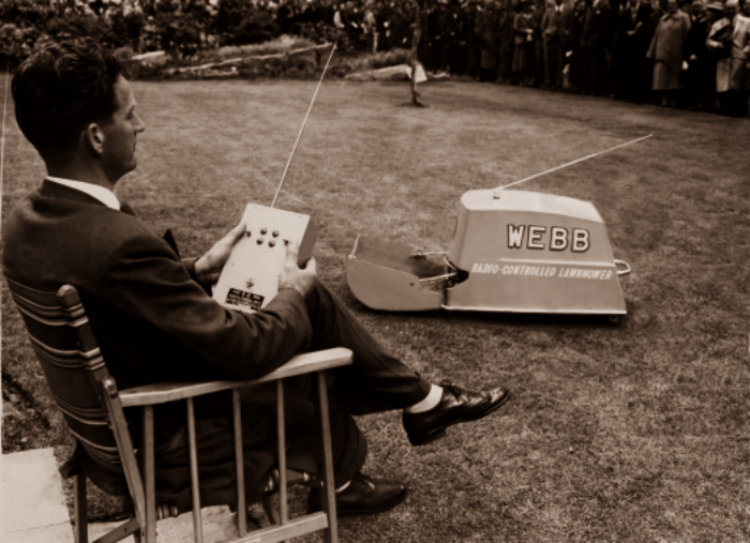 radio-controlled-lawnmower-1959_0