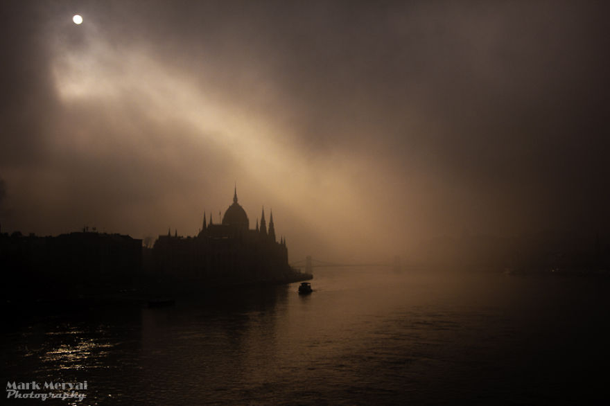 amazing-fog-painted-capital-5__880