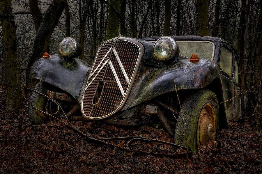vintage-car-abandoned-2