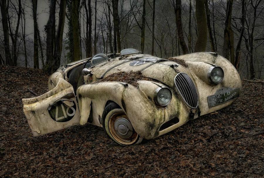 vintage-car-abandoned