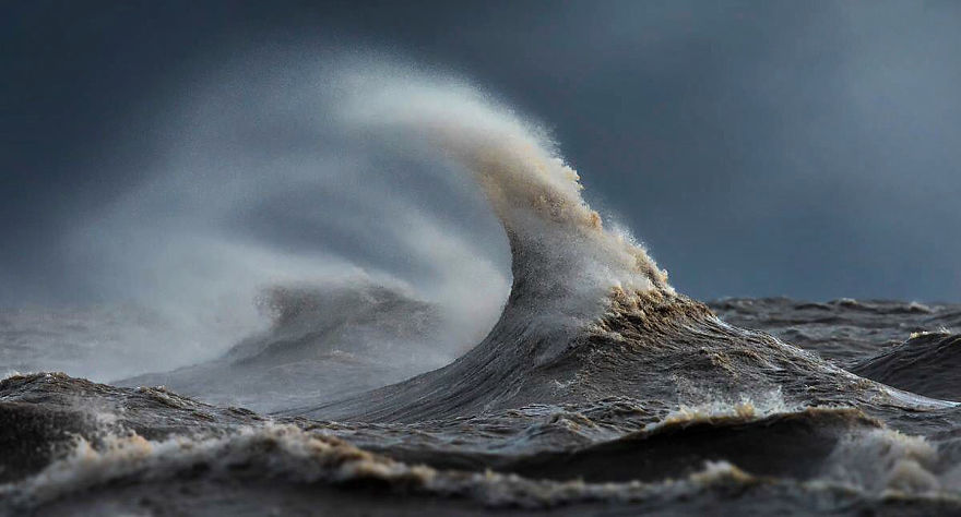 the-freak-liquid-mountains-of-lake-erie-16__880