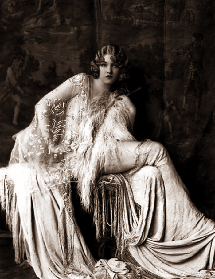 Female Fashion in the 1920s (1)