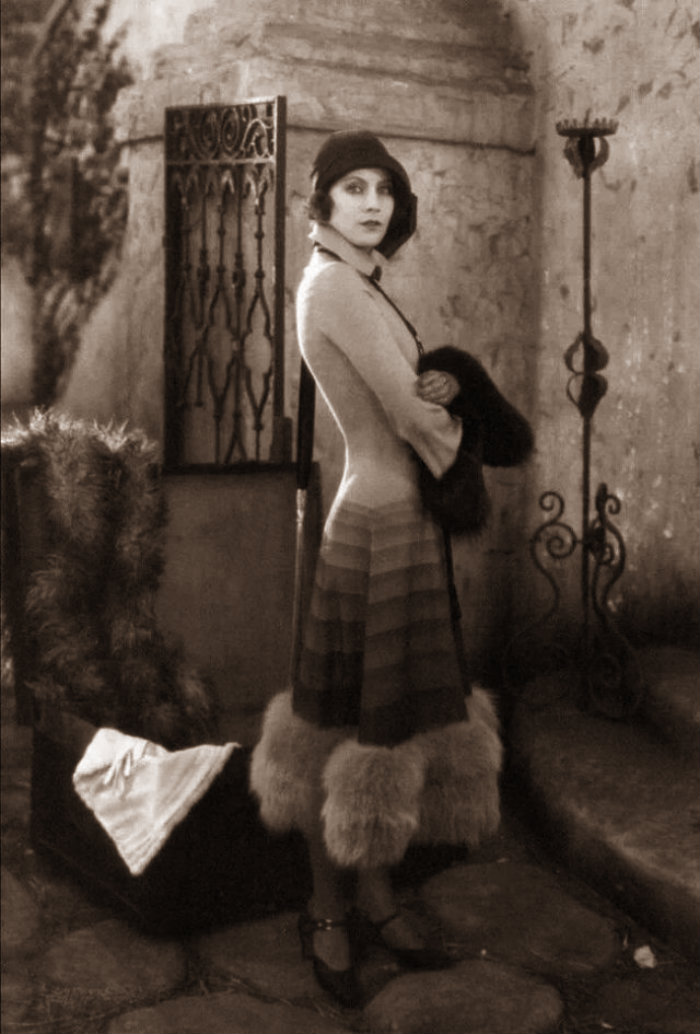 Female Fashion in the 1920s (5)