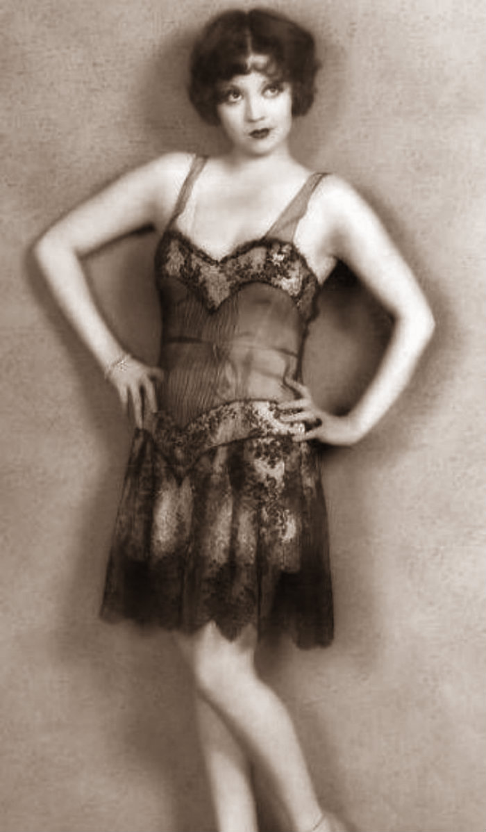 Female Fashion in the 1920s (6)