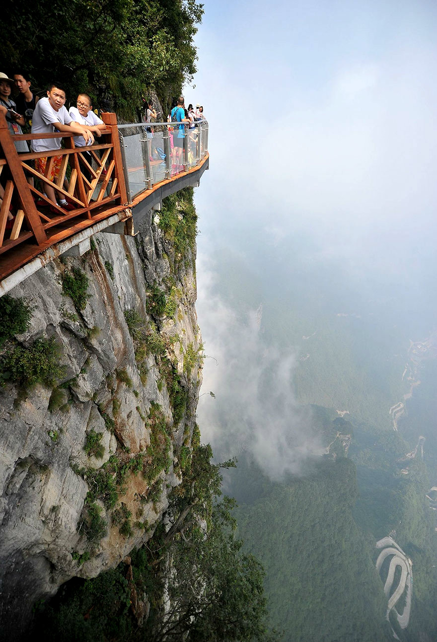 glass-bridge-zhangjiajie-national-forest-park-tianmen-mountain-hunan-china-1
