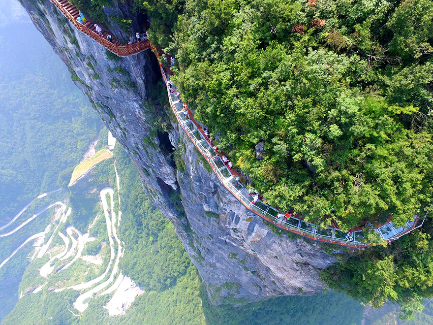 glass-bridge-zhangjiajie-national-forest-park-tianmen-mountain-hunan-china-6
