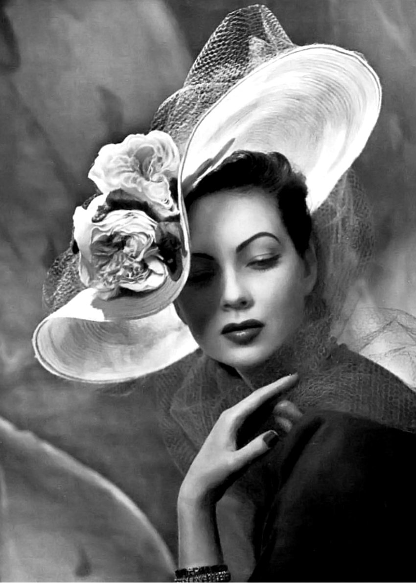 1950s-hat-fashion-shot-by-philippe-pottier-12
