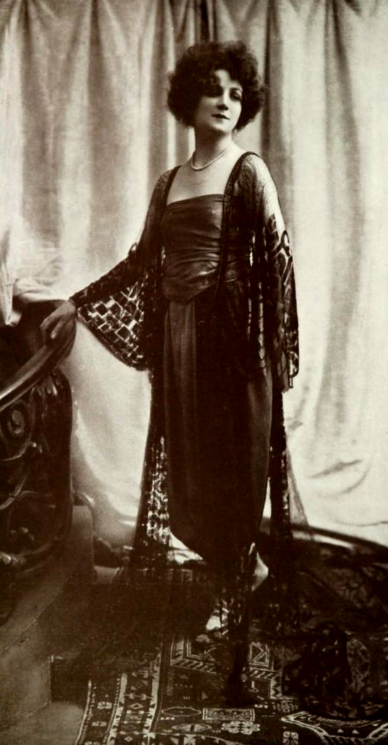 women-in-evening-gowns-during-the-1920s-11