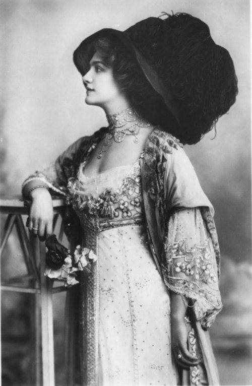 edwardian-giant-hats-1900s-10s-13