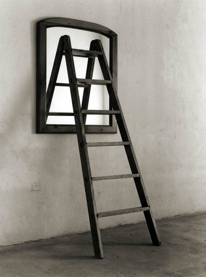black-and-white-photography-optical-illusions-chema-madoz-jose-maria-rodriguez-46-57271f8b04f0b__605