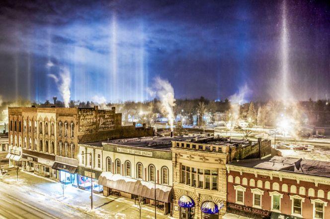 light-pillars-night-sky-ontario-timothy-joseph-elzinga-36-58788f1ab9f51__880