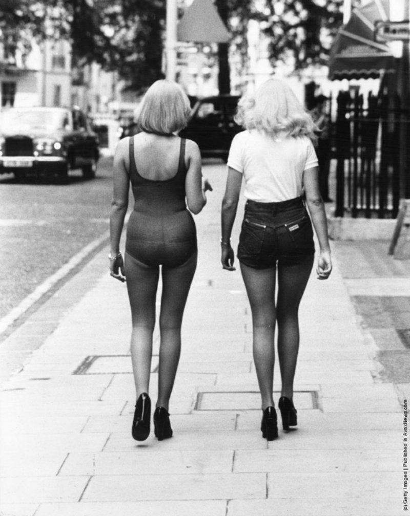 young-women-in-hot-pants-from-the-1970s-12