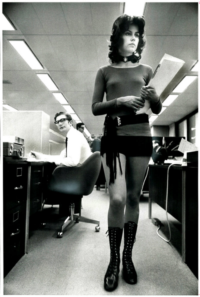 young-women-in-hot-pants-from-the-1970s-16