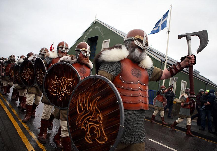 vikings-up-helly-aa-festival-shetland-scotland-2